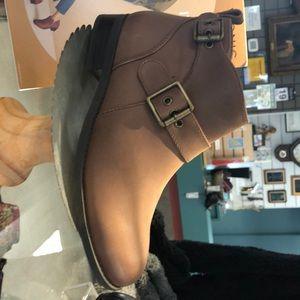 Vionic flat bootie brown